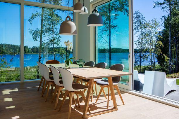 Tavallisimmin ihmiset kaipaavat apua olohuone-ruokailutilan sisustamiseen. Kuva Mikkelin asuntomessuilta.