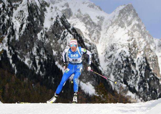 Kaisa Mäkäräinen hiihti itseltään jalat alta Alpeilla.