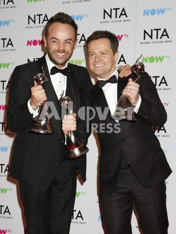 McPartlin ja Delan Donnelly tunnetaan Isossa-Britannissa tutusti Ant & Dec -duona. Kaksikko palkittiin juuri 17. kertaa putkeen parhaina juontajina National Television Awardseissa.