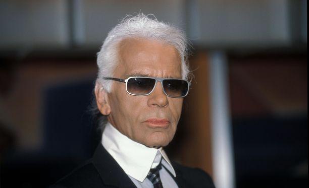 Karl Lagerfeld on nähty vuosia julkisuudessa siloposkisena.
