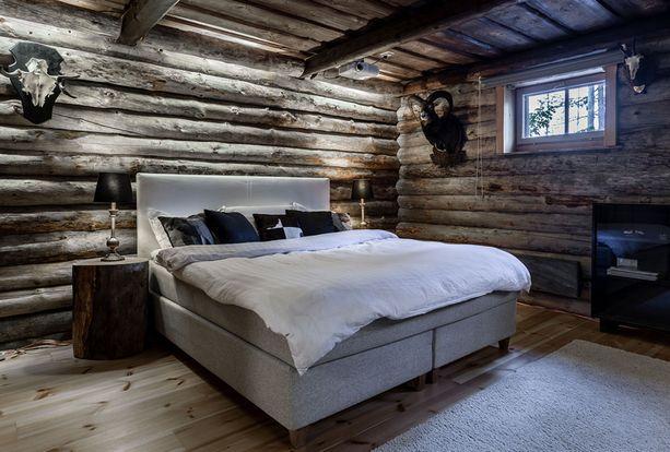 Makuuhuoneessa on erämajatunnelma.