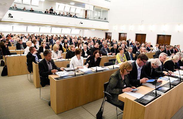 Lasse Laatusen mielestä eduskunnan pitäisi lakkauttaa kansanedustajien sopeutumiseläke.