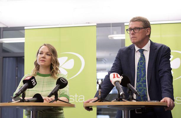 Katri Kulmuni väistyy ministerin paikalta, Matti Vanhanen aloittaa.
