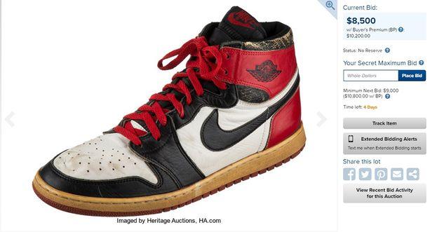 Michael Jordan käytti tätä Air Jordan -kenkää tulokaskaudellaan 1984-85. fa7ab75e60