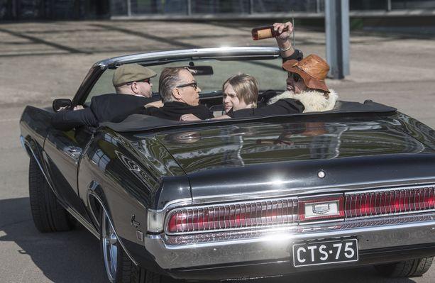 Musiikkivideon kuvaukset jatkuvat tänään. Videolla nähdään esimerkiksi Irwin Goodman, Juha Vainio ja Ile Vainio itse. Ile Vainio tekee kaksoisroolin, hän esittää sekä isäänsä että itseään aikuisena.