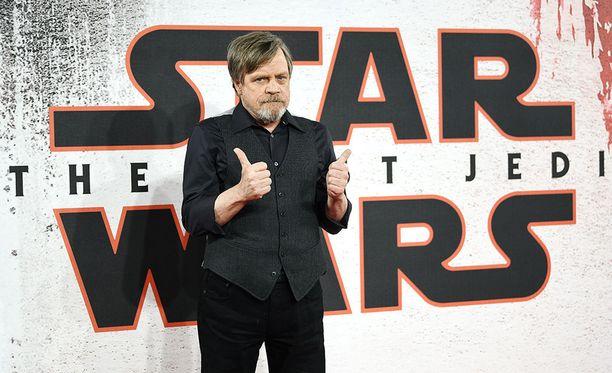 Menestyssarja Game of Thronesin tekijät luovat seuraavaksi täysin uuden Star Wars -elokuvasarjan, joka on erillinen Skywalker-päätarinasta. Kuvassa Luke Skywalkeria näyttelevä Mark Hamill tuoreen The Last Jedi -elokuvan ensi-illassa Lontoossa.