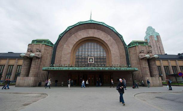 Pahoinpitely tapahtui Helsingin rautatieaseman edessä.