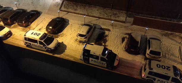 Henkirikos toi Helsingin Arabianrantaan lukuisia poliisipartioita jouluyönä.