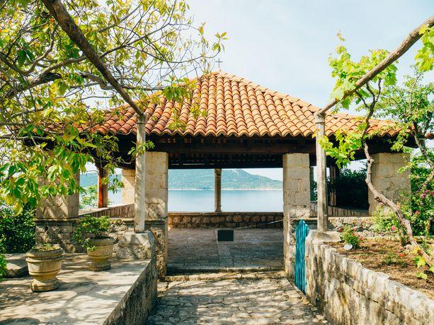 Trsteno Arboretum sijaitsee Kroatiassa. Renessanssipuutarhassa nähtiin Margaeryn ja Olennan teehetkiä ja juonittelua.
