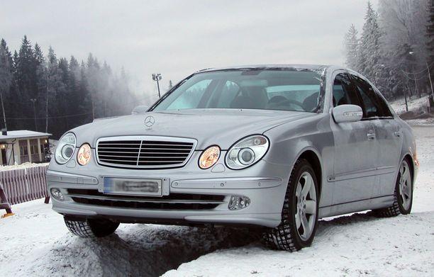 Mercedes-dieselin ilmajousitus levisi ja vaihteisto temppuili. Autolla oli ikää, mutta kuluttajariitalautakunnan mukaan näitä vikoja ei olisi silti pitänyt tulla vastaan vielä. (KUVITUSKUVA).