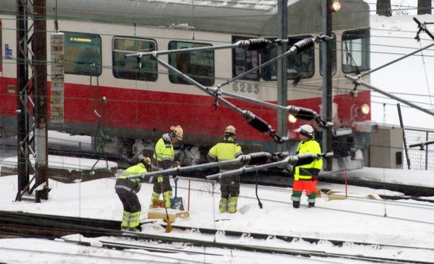Pakkanen haastaa junaliikenteen sujuvuuden.