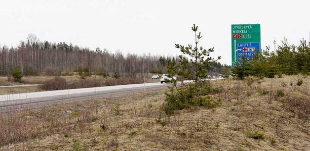 Ryhmä vaikuttajia joutui onnettomuuteen moottoritiellä lähellä Lahtea.