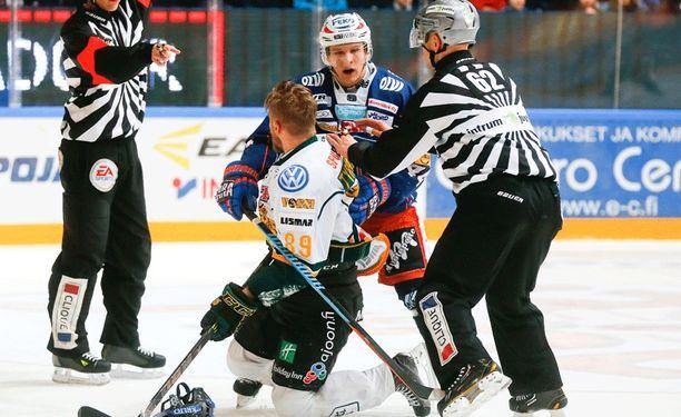 Ilveksen Antti Tyrväinen jäi alakynteen Tapparaa vastaan.