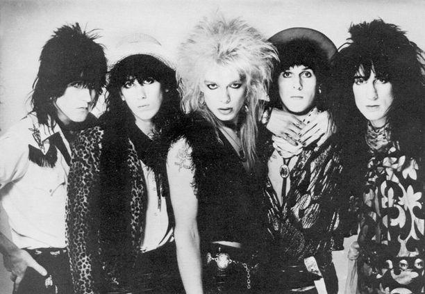 """HANOI ROCKS Nicholas """"Razzle"""" Dingley (ensimmäinen oikealta) oli 24-vuotias kuollessaan kesken Hanoi Rocksin ensimmäisen Yhdysvaltain-kiertueen."""