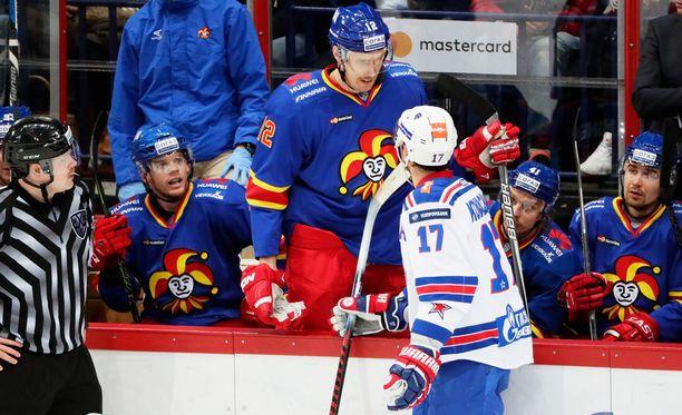 Marko Anttila ja Ilja Kovaltshuk ottavat yhteen kerta toisensa jälkeen.