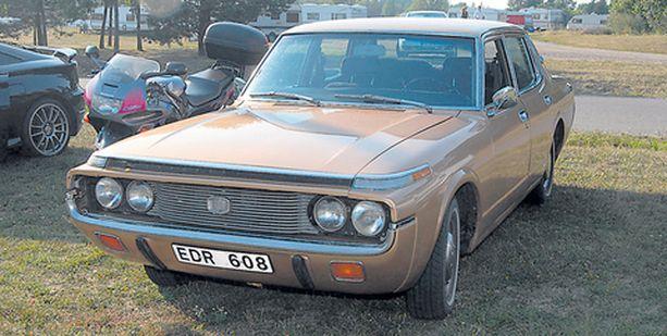 Toyota Crown Saloon vuodelta 1972 oli tullut Ruotsista asti.