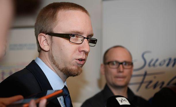 Kansanedustaja Simon Elo.