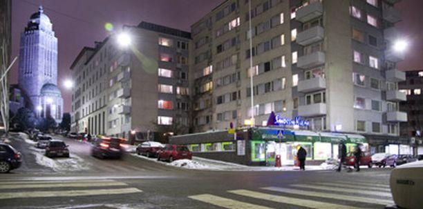 Mies ampui poliiseja kohti Helsingin Kalliossa.