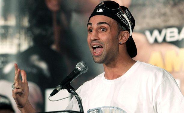 Amir Khan ei säästele otteluvaatteissaan.