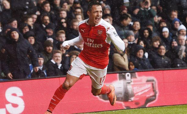 Alexis Sánchez pelasti pisteen Arsenalille.