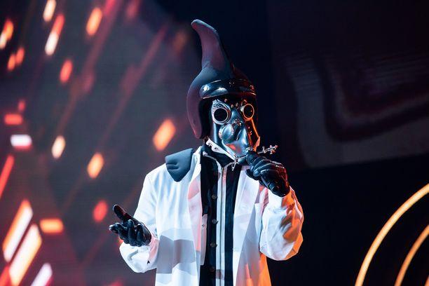 Tohtorin henkilöllisyys mietityttää Masked Singer -panelisteja.