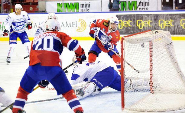 Norjan NHL-tähti Mats Zuccarello (36) laukoo joukkueensa avausmaalin Ranskaa vastaan. Norja pelaa Pyeongchangissa Leijonien alkulohkossa.