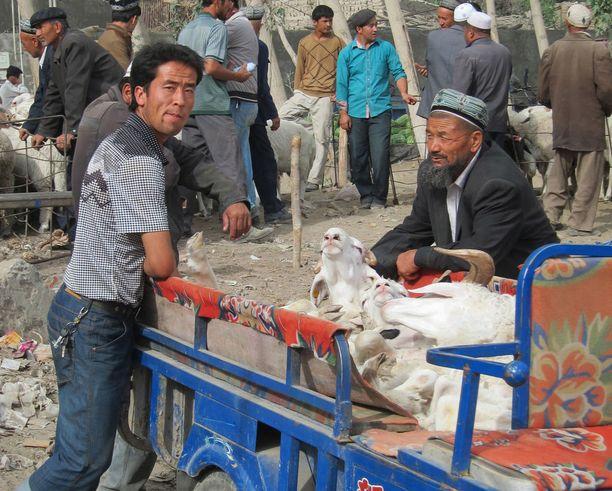 Uiguurit saavat elantonsa paljolti maataloudesta. He ovat pitkään vastustaneet Kiinan kontrollia maakunnassaan.