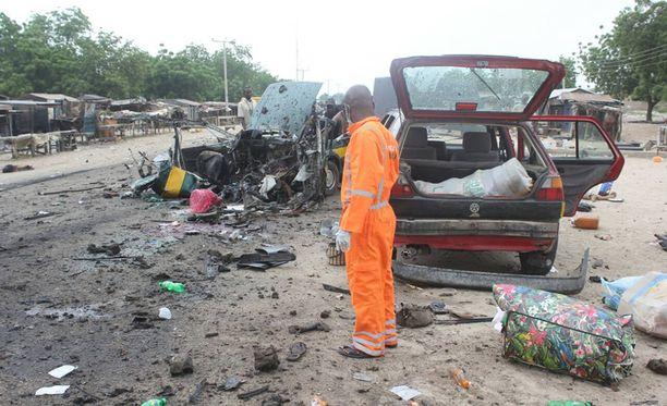Sunnuntaina Maidugurissa tehdyissä itsemurhaiskuissa kuoli 13 ihmistä ja 16 haavoittui. Kuvassa aiemmin tässä kuussa Maidugurissa viisi henkeä vaatineen pommin aiheuttamista tuhoista.