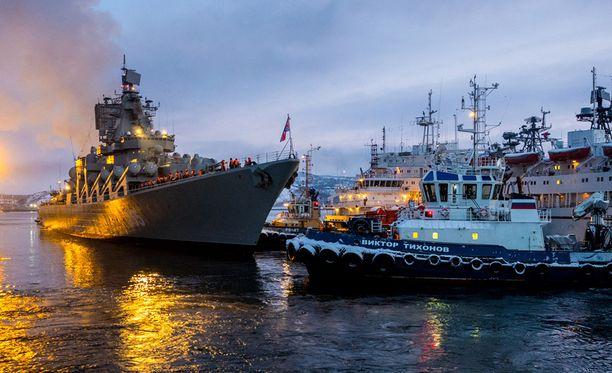 Venäjän Pohjoisen laivaston pääsatama sijaitsee Severomorskissa. Joulukuun lopussa satamaan lipui ohjusristeilijä Marsalkka Ustinov palattuaan telakalta, jossa sota-alus oli korjattu ja uudistettu.