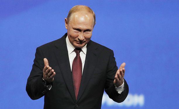Pietarilainen teinityttö halusi päästä keskustelemaan Vladimir Putinin kanssa.