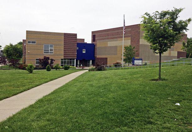 """Haasteen mukaan Carsonin koulun """"kavala ympäristö"""", johti kahdeksanvuotiaan itsemurhaan."""