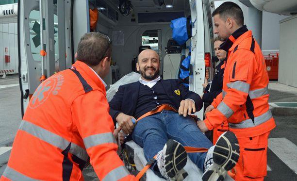 Francesco Cigarini kuvattiin torstaina Fiumicinon lentokentällä. Italialainen uhkui jo kovasti työhaluja.
