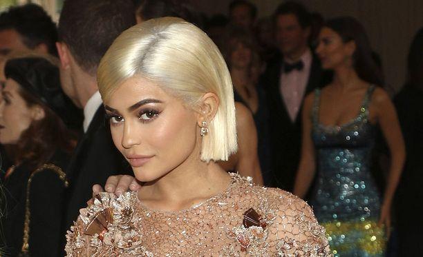 Tosi-tv-tähti Kylie Jenner rakennuttaa Radar Onlinen mukaan isoa kartanoa perheenlisäyksen merkeissä. Kuvassa Jenner toukokuussa 2017, jolloin hän vielä viihtyi hyvin kameroiden edessä.