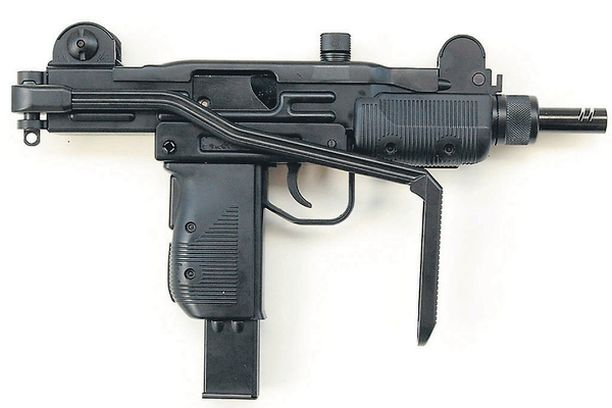 UZI-KLOONI. Israelilaisen Uzi-konepistoolin klooneja on myyty eri puolille Suomea.