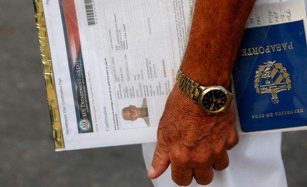 Yhdysvaltain viisumit ovat haluttua kauppatavaraa. Kuva Kuubasta.