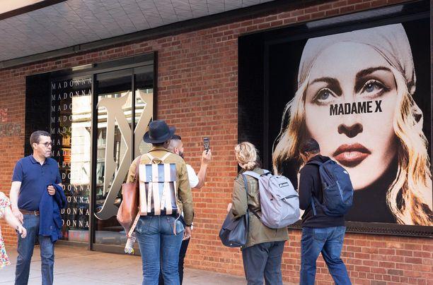 Madonnan uusi albumi Madame X julkaistiin 14. kesäkuuta. Kuva New Yorkin avajaisviikon Pop Up -kaupasta.
