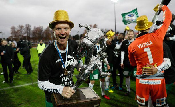 Jani Lyyski ja IFK Mariehamn juhlivat historiallista Suomen mestaruutta.