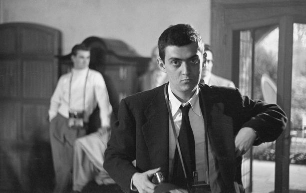Nuori valokuvaaja Stanley Kubrick vuonna 1949.