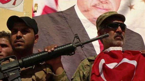 Turkin tukemia syyrialaisia oppositiojoukkoja Dabiqissa sunnuntaina.