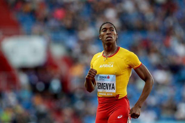 Caster Semenya on pakotettu käyttämään lääkkeitä päästäkseen kilpailemaan.