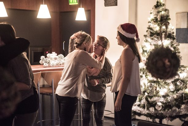 Alexandralle toivotettiin hyvää joulua lämpimin halauksin.