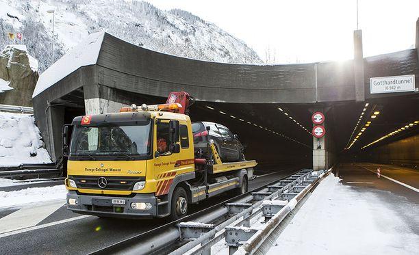 Kumpaankin suuntaan menevät kaistat kulkevat samassa tunnelissa.