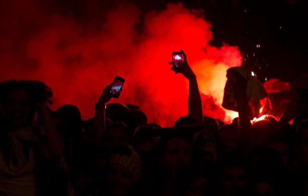 Madridin yössä paloivat Realin kannattajien soihdut.