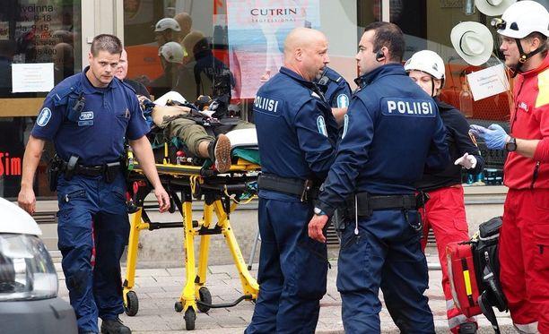 Poliisit passittivat Turun puukottajan elossa ja kiinniotettuna sairaalahoitoon. Nyt hän vastaa oikeudessa raskaisiin henkirikossyytteisiin.