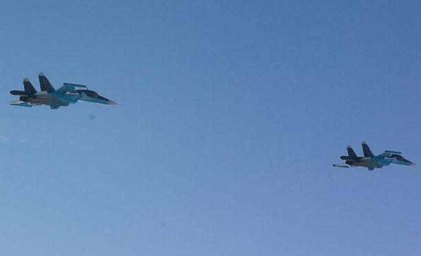 Pimeänä lentävät venäläiset sotilaskoneet ovat aiheuttaneet vaaratilanteita Itämerellä.