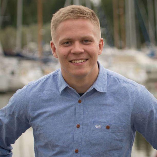 24-vuotias Henrik Vuornos on kokoomusnuorten uusi puheenjohtaja.