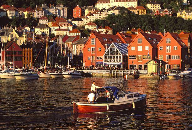 Norjan toiseksi suurimman kaupungin Bergenin satama on varsin kaunis.