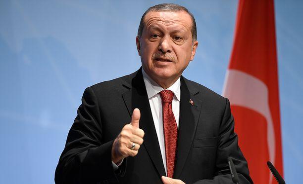 Erdoganin mukaan Turkki pystyy seisomaan omilla jaloillaan.