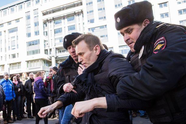 Mielenosoitusten järjestäjä, oppositiojohtaja Aleksei Navalnyi pidätettiin sunnuntaina.