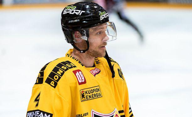 Sebastian Lauritzen kiekkoili KalPassa kauden 2015-2016.